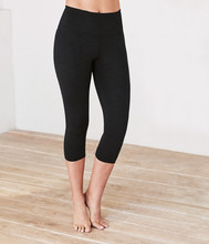 essential capri legging - black 에센셜 카프리 - 블랙